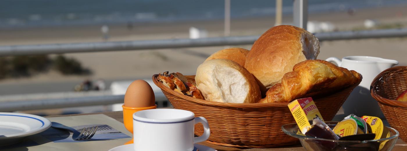 Nieuwpoort zicht op zee met ontbijtbuffet